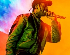 "Single Baru TRAVIS SCOTT – ""PICK UP THE PHONE"""